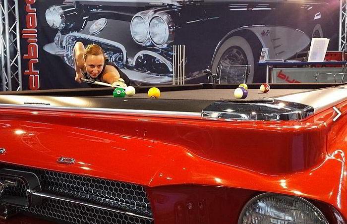 Der Ford Mustang Billardtisch am Messestand