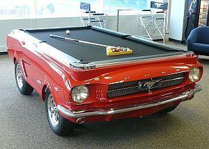Billardtisch 1965 Ford Mustang in roter Lackierung