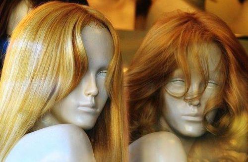 Schaufensterpuppen mit Haaren
