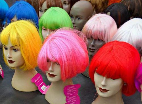 Farbige moderne Perücken