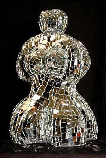 Kunstrezension: Niki de St. Phalle