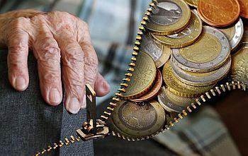 Alte Menschen und Geld