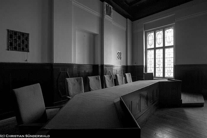 Gerichtssaal. Foto von Christian Sünderwald