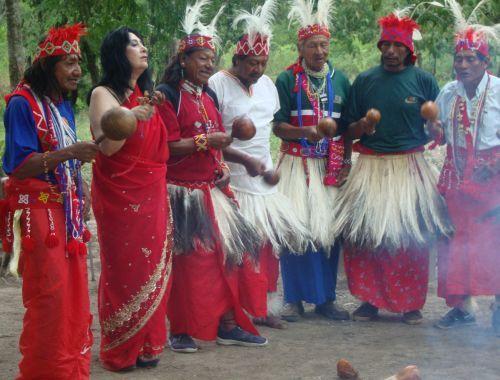 Medium Tedora und ihre indianischen Freunde