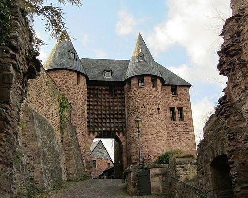 Burg Hengebach. Heimbach Eifel