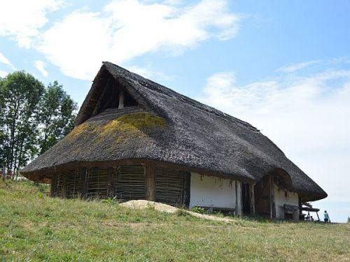 Keltenhütte im Keltendorf Gabreta